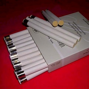 Лечение прижиганием  сигарой из полыни