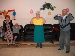 зарядка в  пожилом возрасте - источник здоровья